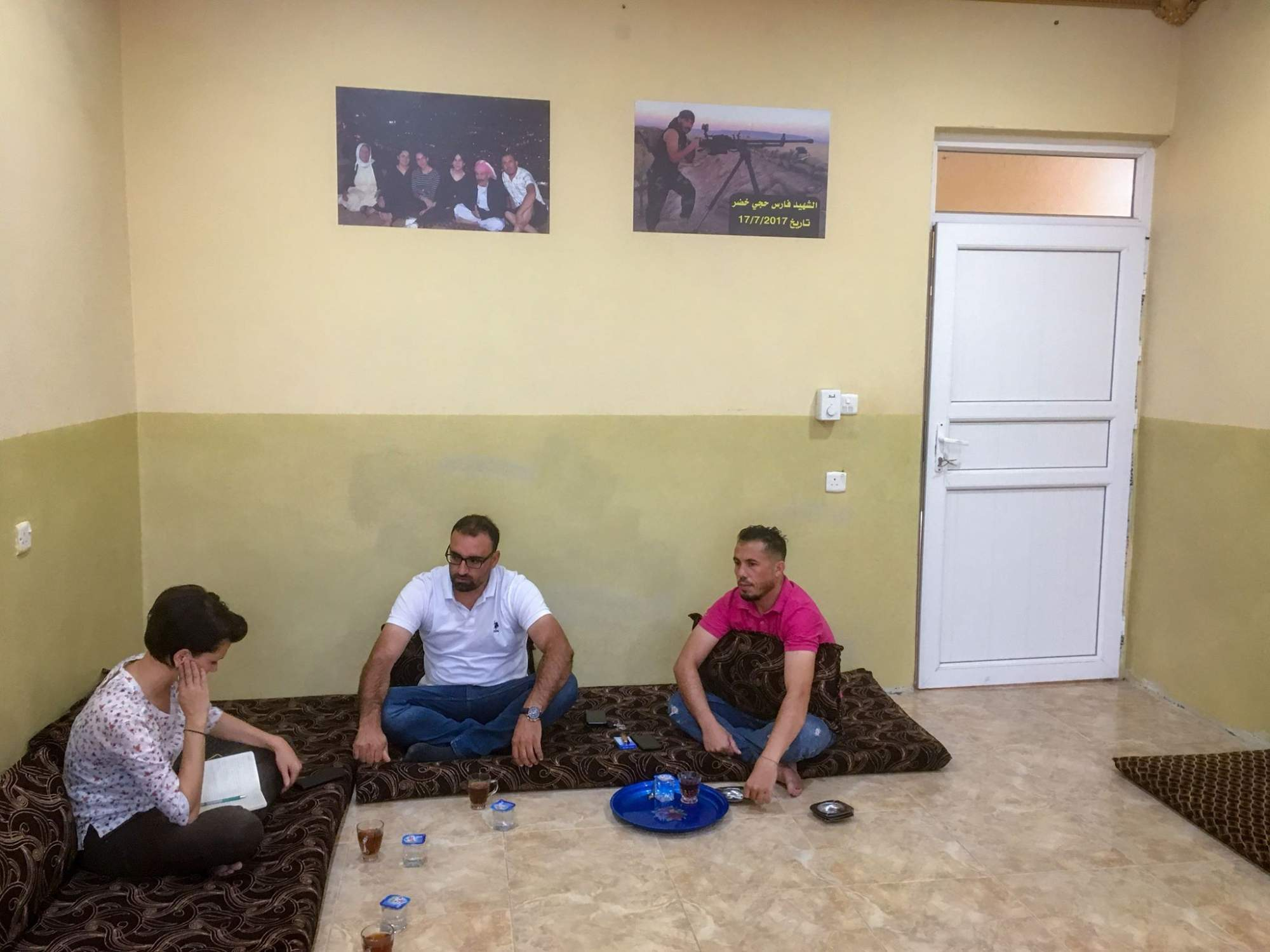Zľava Iva Mrvová, jezídsky tlmočník a jezíd, ktorý zachraňoval ženy unesené IS. Foto: Archív Ivy Mrvovej.
