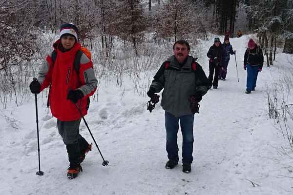 Jako na kolonádě - Stačilo si vzít nesmeky a výlet na zamrzlé cestě připomínal procházku lázeňskou kolonádou.
