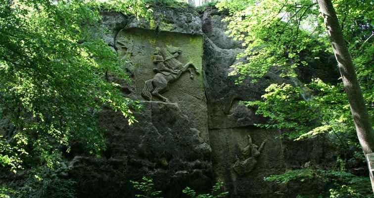"""...okolo Cvikova je několik skalních reloéfů, tento je """"Skála smrti""""..."""