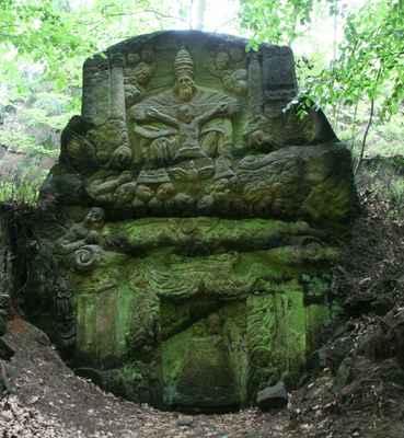 ...další skalní reliéfy se nacházejí mezi Cvikovem a Mařenicemi...