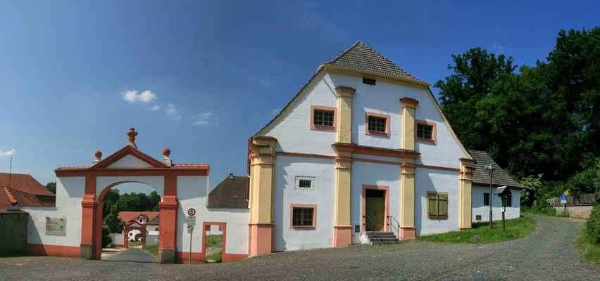 ...klášter je hezky upraven a je stále funkční...