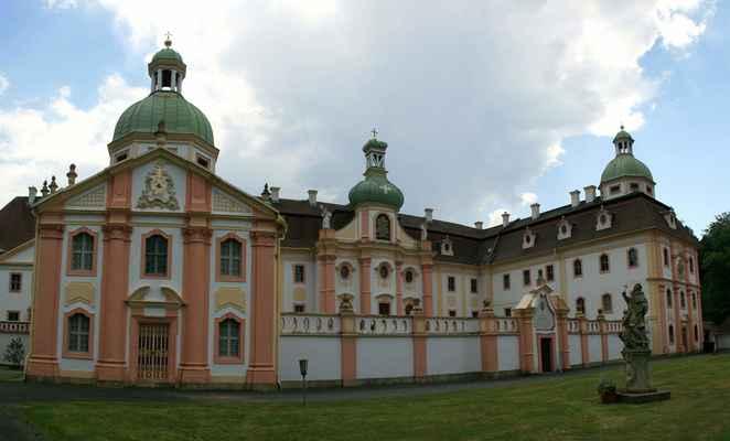 ...a je tu klášter Marienthal...
