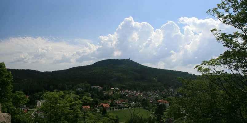 ...nad Hvozdem se opět nakupily mraky a tak jsem stejně jako včera ujížděl ke Hrádku nad Nisou...