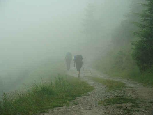 Pršelo celou noc, tady je ranní mlha ze které prší.