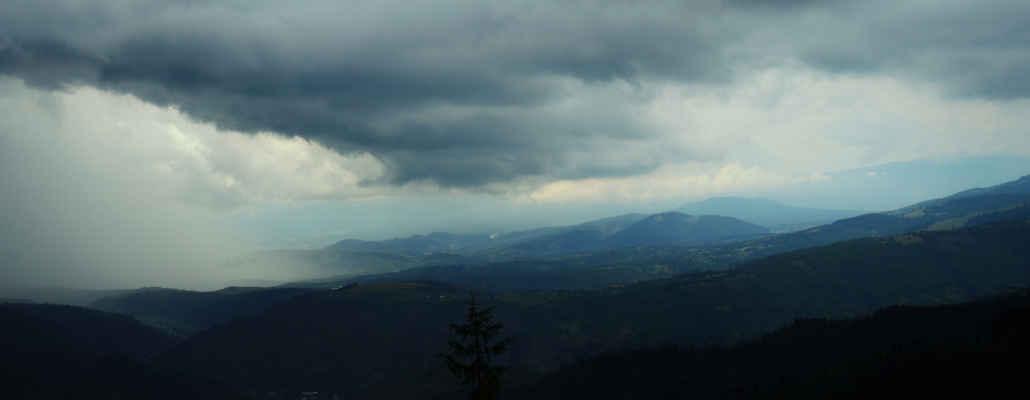 Na hory se opět žene déšť