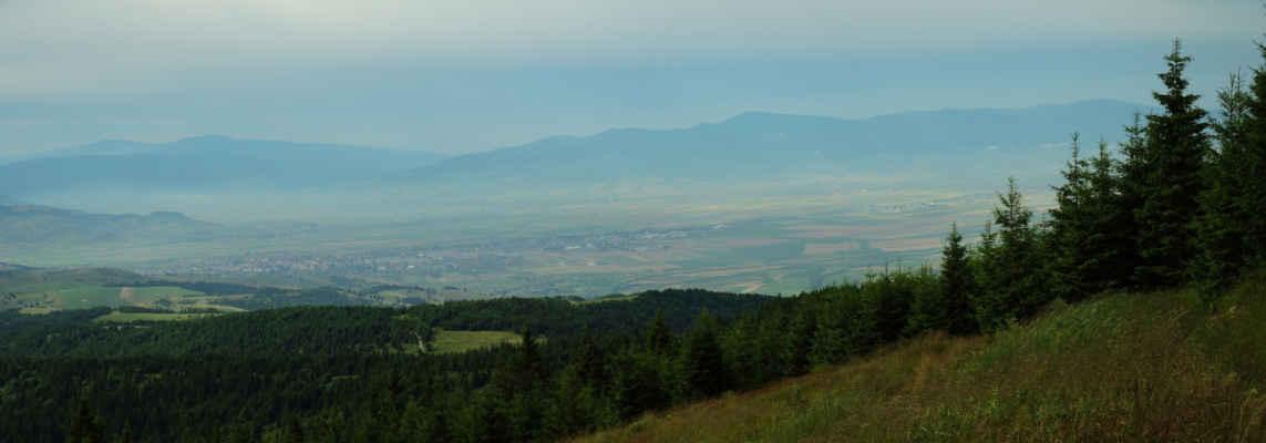Dole pod náma je město Gheorgeni. Většinově maďarské město s rumunskou a arménskou (!) menšinou.