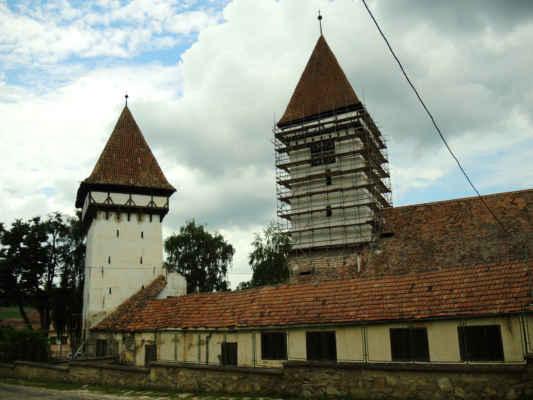 Opevněný kostel v Agniţi se opravuje