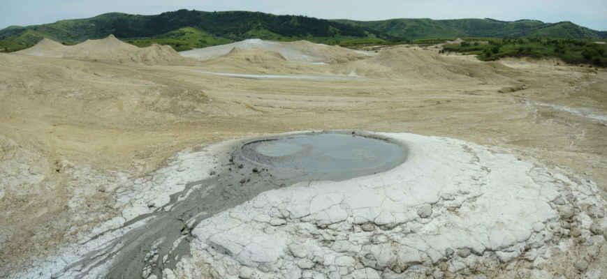 Aktivní bubláky se vyznačují pokryvem soli. Neaktivní mrtvé bubláky pomalu rozmývají deště.