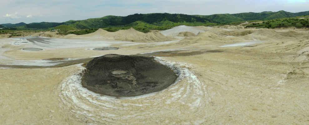 Na bahnité hladině se může objevit i ropná pěna