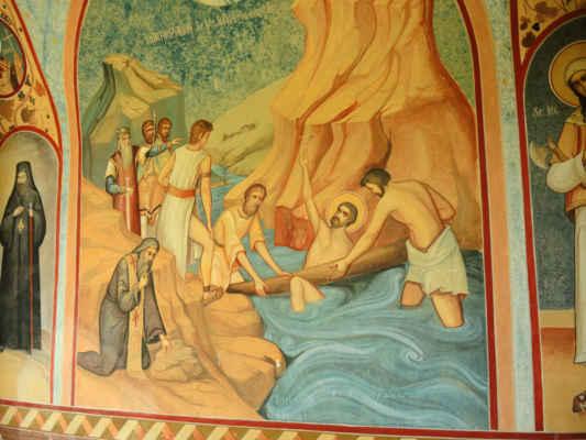 Malé klášterní intermezzo. Klášter byl v bědném stavu. Motiv zlého vikinga nechávajícího utopit křesťana se mi líbí :)