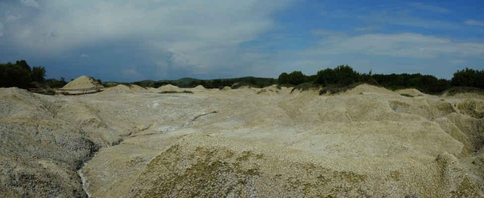 Okraje lokality jsou rozčelněné hlubokými erozními rýhami