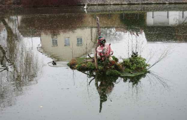 Vodník na rybníčku v Sobíně.