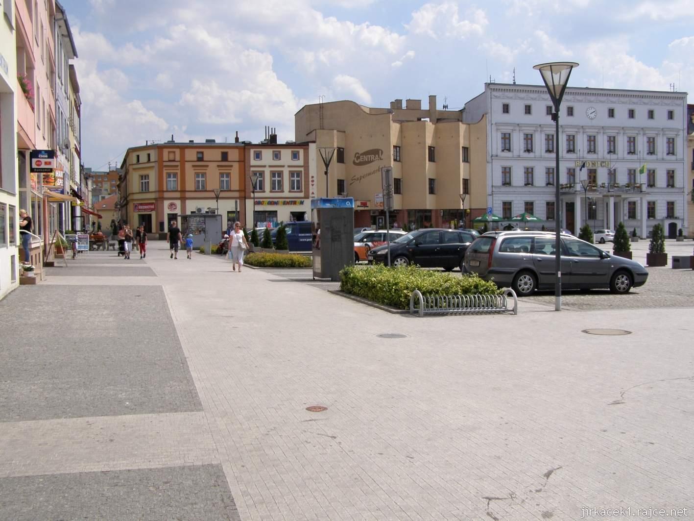 Hlučín - Mírové náměstí 02 - roh náměstí s radnicí