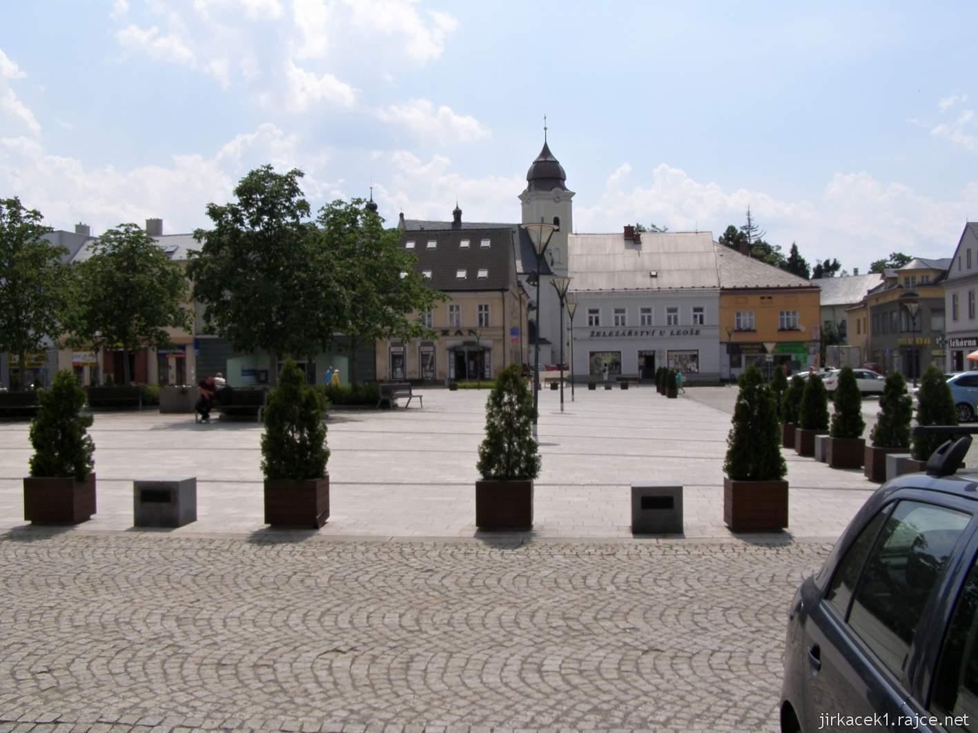 Hlučín - Mírové náměstí 04 - střed náměstí