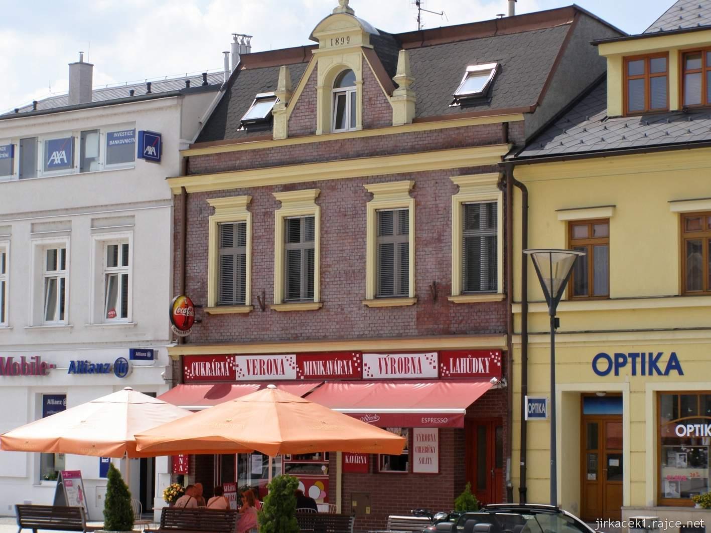 Hlučín - Mírové náměstí 08 - dům z režných cihel a výrobna Verona
