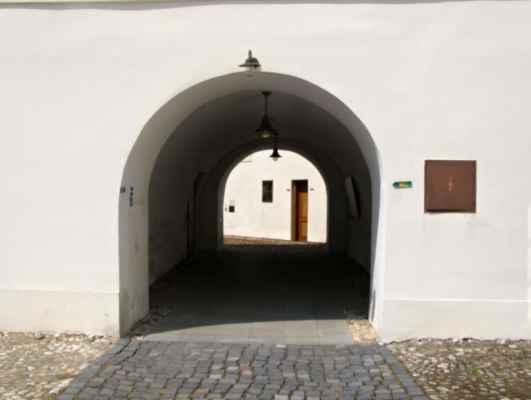 Hlučín - zámek a muzeum - průjezd