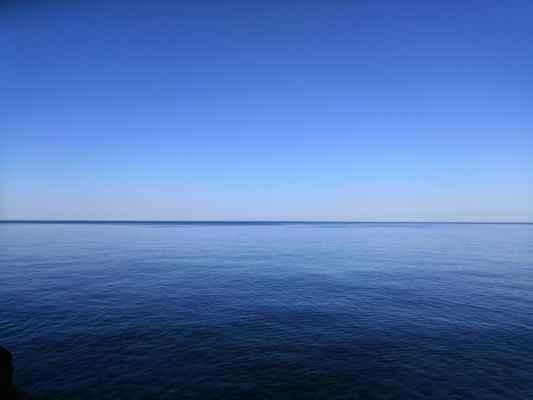 klidná mořská hladina