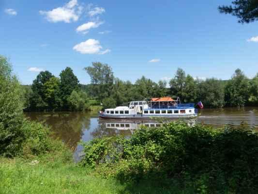 Výletní loď na Vltavě ...