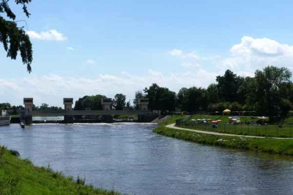 U zdymadla Hluboká nad Vltavou, kam jsem si zašla podívat se na místo, kde ...