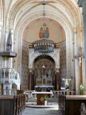 Při začleňování původního románského kostela do nové stavby (r. 1901) byly na jeho zdech objeveny gotické malby. Ty restauroval akademický malíř Ludvík Kuba.