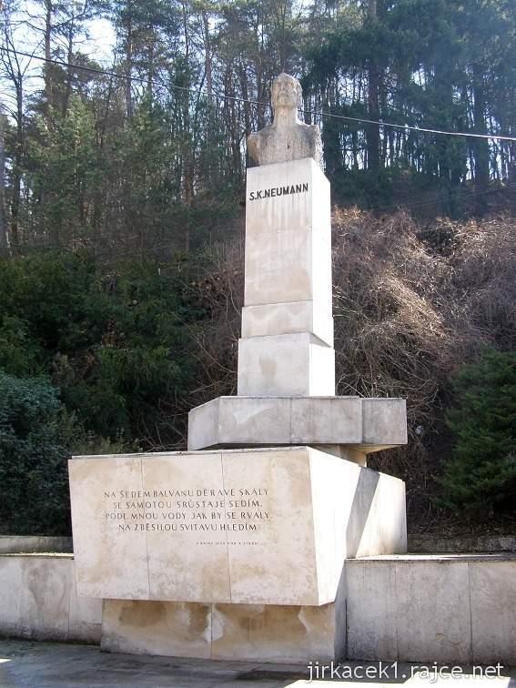 Bílovice nad Svitavou 2 - pomník S.K.Neumanna