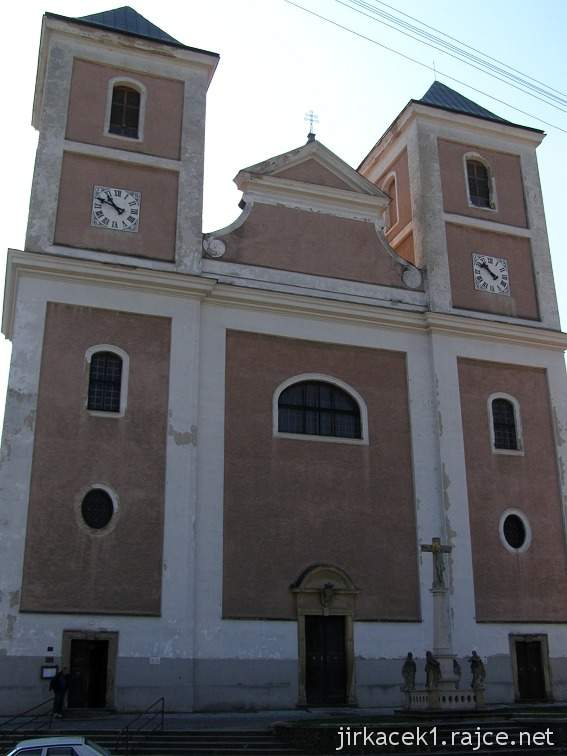 Pozořice - kostel Nanebevzetí Panny Marie 1 - průčelí
