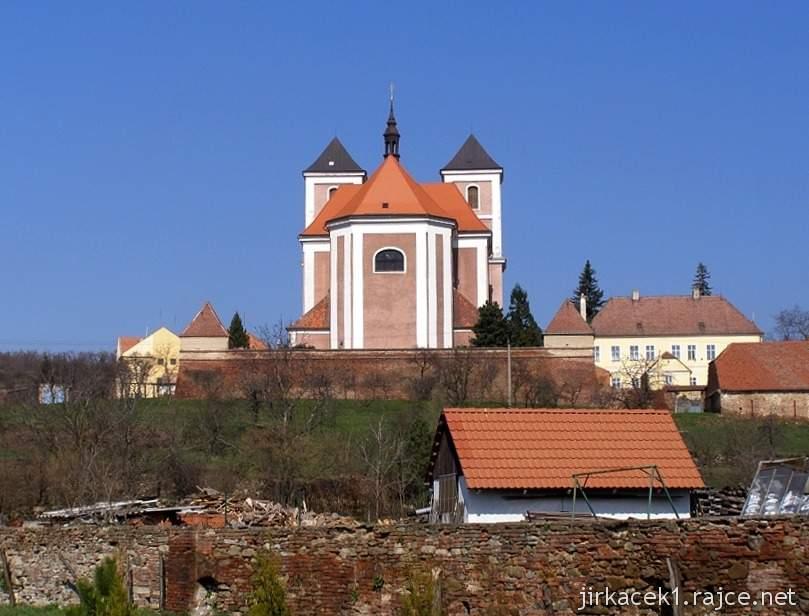 Pozořice - kostel Nanebevzetí Panny Marie 1 - z dálky