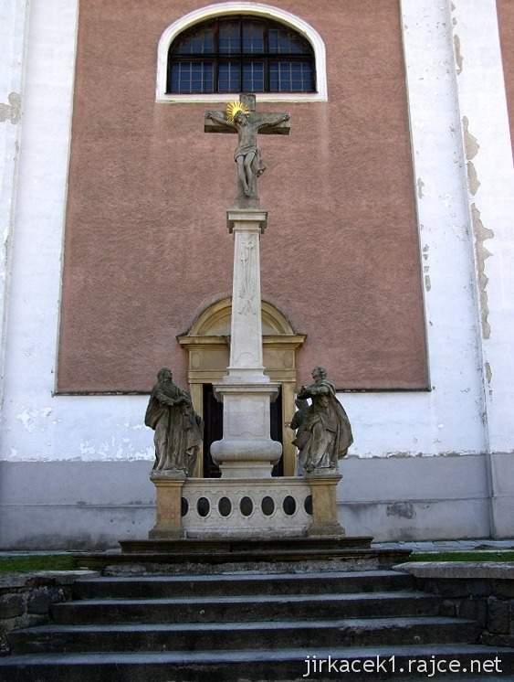 Pozořice - kostel Nanebevzetí Panny Marie 1 - kříž