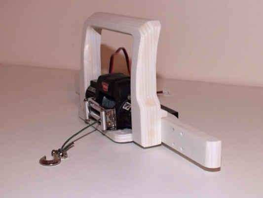 Nárazník - plast ABS, spodní část bude z hliníku. Všechno vlastní konstrukce.