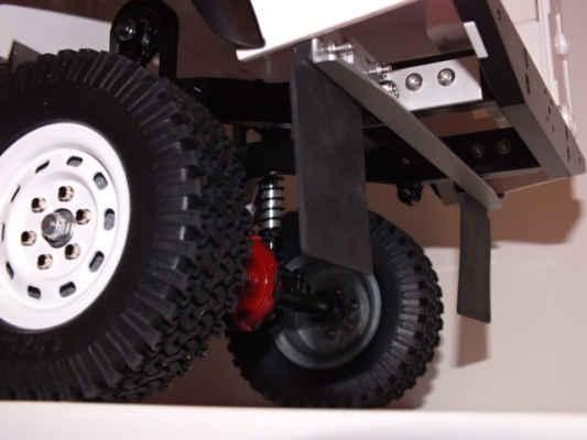Upevnění gumových zástěrek od Team Losi.