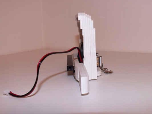 Nárazník - plast ABS, složen z devíti vrstev ABS desky tloušťky 2 mm.