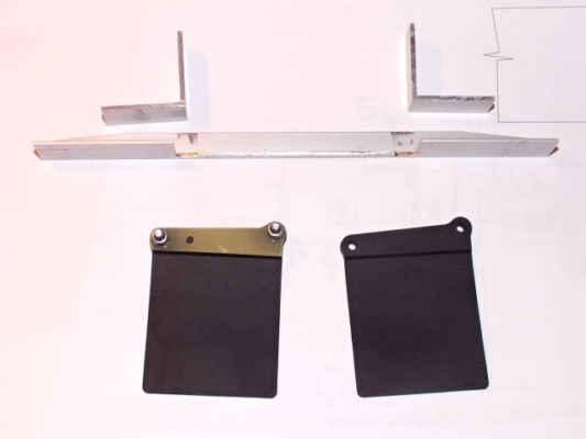 Sestava pro upevnění gumových zástěrek od Team Losi, zetím bez úpravy zástěrek.