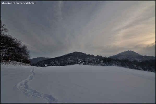 Středohoří - Mrazivé ráno nad Ústím,po svítání klesá teplota až k -14 st.C.,zde ještě pocitovou teplotu snižuje ledový vítr..