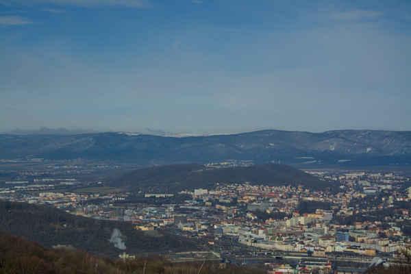 Středohoří - Březnové Slunce osvětluje krajinu..