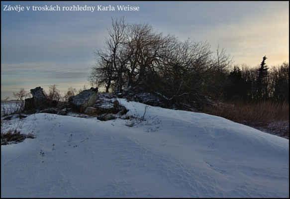 Krušné hory - Na 100. výročí bitvy u Chlumce,byla roku 1913 otevřena mohutná rozhledna Karla Weisse,který byl člen místního horského spolku,dlouho zde nebyla,29.ledna 1944 se za zimní bouře zřítila..Velká škoda,je odsud parádní výhled na okolní krajinu..