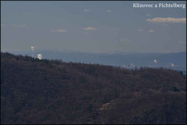 Středohoří - Dneska jsem si vzal i teleobjektiv,a hodil se..Lehce přes 80 km vzdálené duo Klínovec a Fichtelberg..
