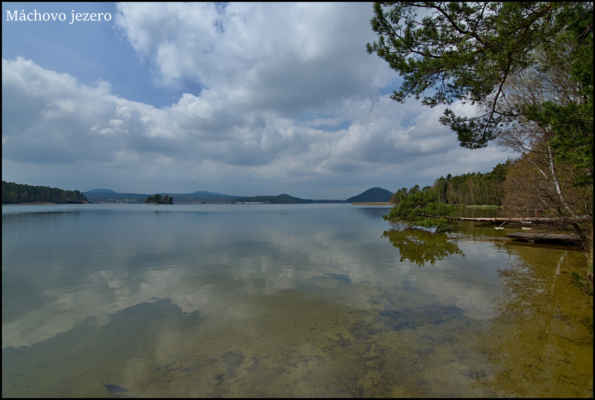 Máchovo jezero - Na chvilku se ukazuje Slunce..